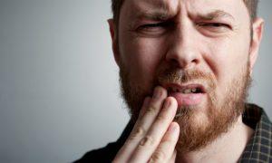 Mito ou verdade: comer alimentos ácidos pode causar aftas?