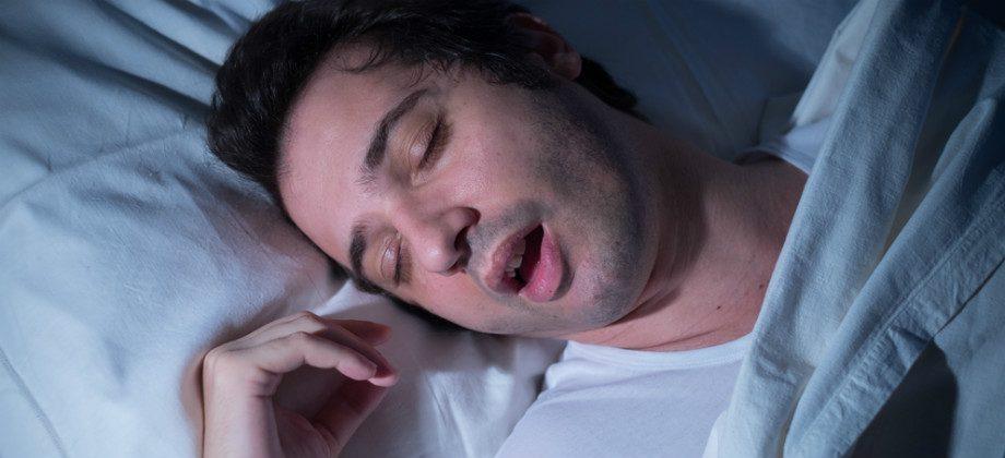 Imagem do post Roncar durante a noite tem alguma consequência na qualidade do sono?