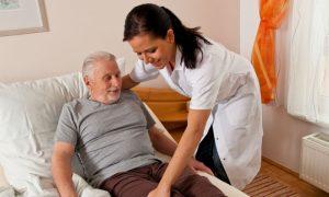 Um paciente com Alzheimer avançado precisa ser monitorado constantemente?