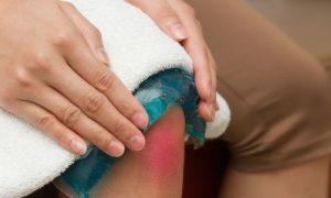 Por que o joelho inchado é um sintoma comum da osteoartrite?