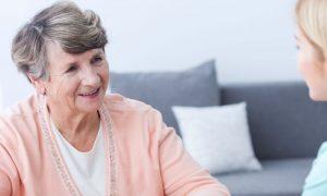 Mal de Alzheimer: como os cuidadores podem melhorar a qualidade de vida dos pacientes no estágio avançado da doença?