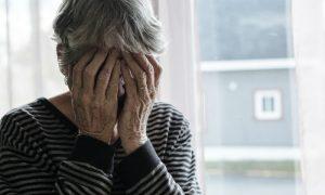 Tratamento com medicamentos tira costureira da depressão após perda do filho