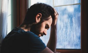 Depressão sazonal: Essa doença pode se manifestar no verão?