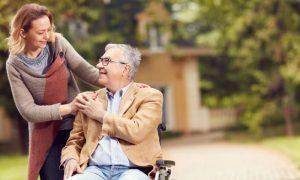 Quais sinais indicam que o Alzheimer está progredindo da fase moderada para a grave?