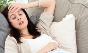 Por que doenças que prejudicam a absorção de gorduras podem afetar os níveis de vitamina E no organismo?
