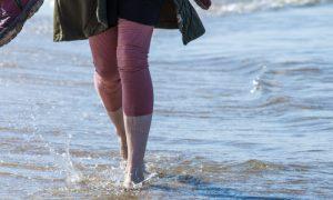 Varizes: mergulhar as pernas em água fria ajuda a aliviar os sintomas?