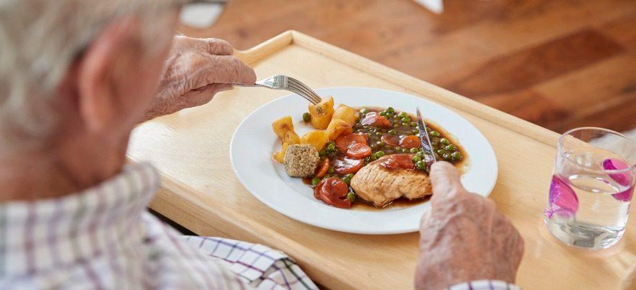Imagem do post Como os idosos devem se alimentar?