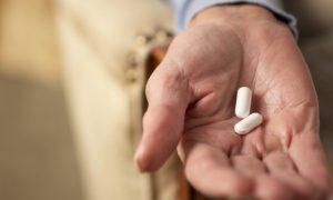 Os riscos da automedicação e suspensão de medicamentos