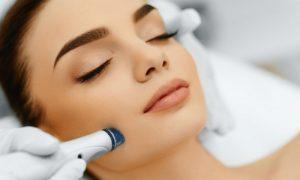 Peeling: quais são os riscos? O processo deixa a pele mais jovem?