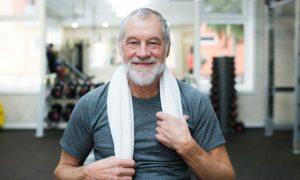 Terceira idade com saúde: exercícios simples que podem ajudar a fortalecer os ossos em idosos