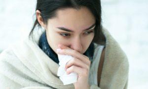Nariz entupido: respirar pela boca pode trazer riscos para a saúde da garganta?