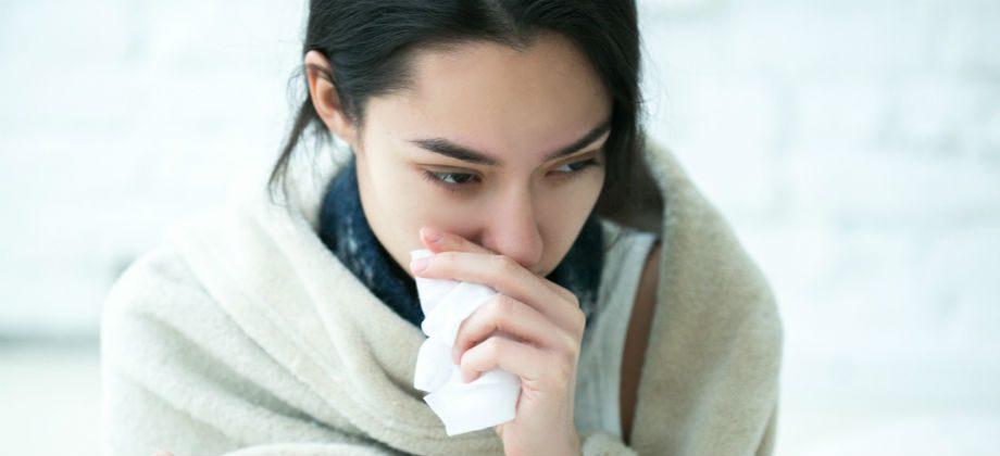 Imagem do post Nariz entupido: respirar pela boca pode trazer riscos para a saúde da garganta?