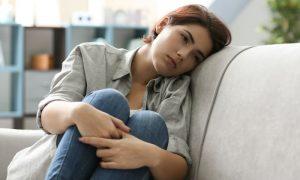 Depressão: Mudanças hormonais súbitas podem ser gatilho para a doença?