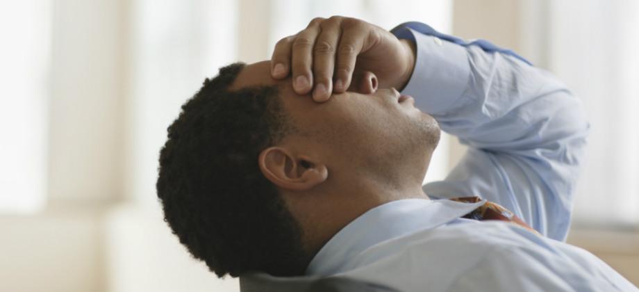 Crise de ansiedade no trabalho: o que fazer para controlar os sintomas?
