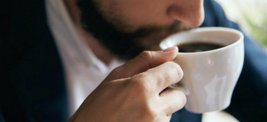 Imagem do post Qual é a quantidade máxima de cafeína recomendada para não perder o sono?