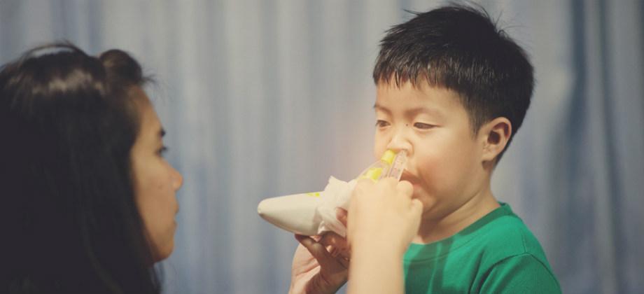 Como os pais podem ajudar a promover a higiene nasal nos filhos?