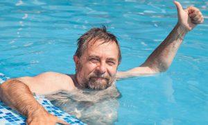 A natação pode ser usada para auxiliar o tratamento de osteoartrite?