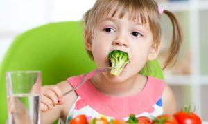 Por que é tão difícil conseguir todas as doses recomendadas de vitaminas e minerais apenas pela alimentação na infância?