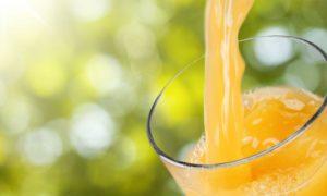 Por que sucos de caixinha devem ser evitados por quem está em dieta com restrição de carboidratos?
