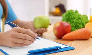Iniciar uma dieta sem consultar um nutricionista oferece riscos à saúde?