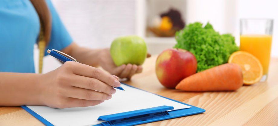Imagem do post Iniciar uma dieta sem consultar um nutricionista oferece riscos à saúde?