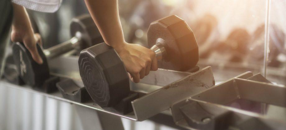 Imagem do post Como evitar lesões após aumentar a carga dos exercícios da academia?