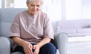Os sintomas da osteoartrite podem se agravar caso o tratamento seja abandonado?