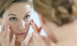 A partir de que idade as rugas começam a aparecer na pele do rosto?