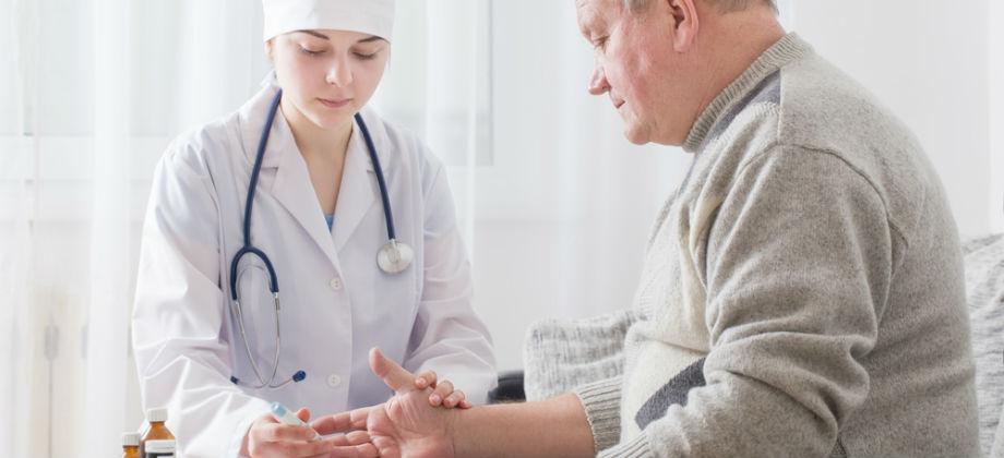 Trocar a medicação usada para controlar o diabetes sem autorização médica pode prejudicar seu tratamento!