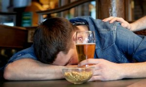 Além do café, quais bebidas podem atrapalhar a qualidade do sono?