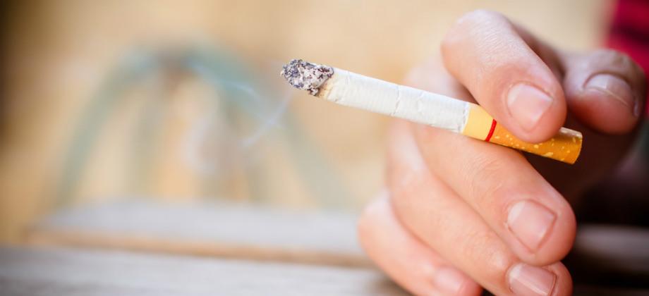 Cigarro e pressão alta: por que fumar é um perigo para quem tem hipertensão?