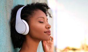 Ouvir música pode ajudar a controlar picos de ansiedade no dia a dia?