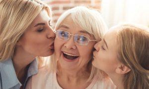 Dia das Mães: a importância de ficar de olho na saúde delas na terceira idade