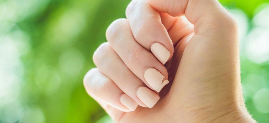 A substituição da medicação para tratamento da síndrome das unhas frágeis pode comprometer o tratamento?