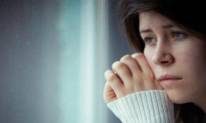 Quais fatores podem prejudicar o tratamento da depressão?