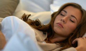 Dormir no frio ajuda a emagrecer? Especialista responde!