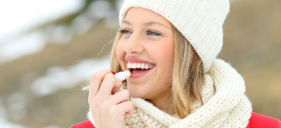 Como deve ser a hidratação dos lábios no inverno para prevenir o herpes?