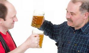 Quais são os principais fatores de risco para a osteoporose em homens?