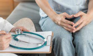 Quais são os riscos associados ao abandono do tratamento de endometriose?