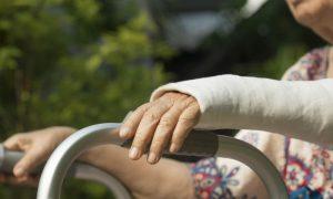 A recuperação de uma fratura é mais complicada para pacientes com osteoporose?