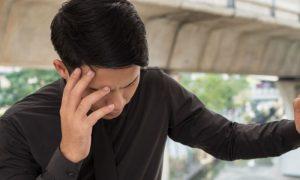 Existe algum sintoma de pressão baixa que pode ser confundido com hipertensão?