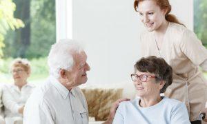 Como são os cursos para cuidadores de pacientes com Alzheimer?