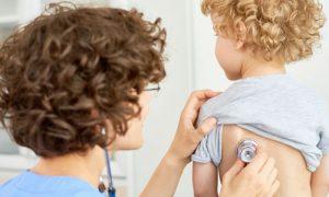Quais são os sintomas de pneumonia?