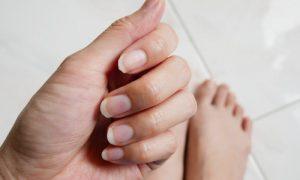 Síndrome das unhas frágeis: como proteger a integridade delas durante o tratamento?