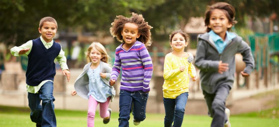 Imagem do post Imunidade: qual é a importância das crianças brincarem ao ar livre?