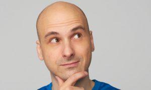 Existe alguma razão para a calvície ser mais comum em homens?