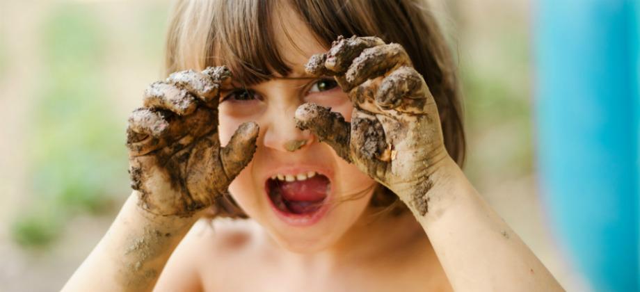 Imagem do post Quais hábitos de crianças favorecem a entrada de vírus e bactérias no organismo?
