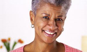 Pele negra envelhece menos? Quais são os cuidados necessários? Saiba mais!