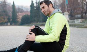 Dor no joelho: é comum sentir incômodo nas articulações em dias frios?