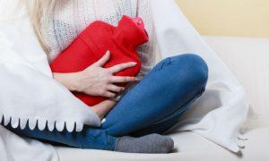 Compressas quentes podem ajudar a aliviar as cólicas da endometriose?